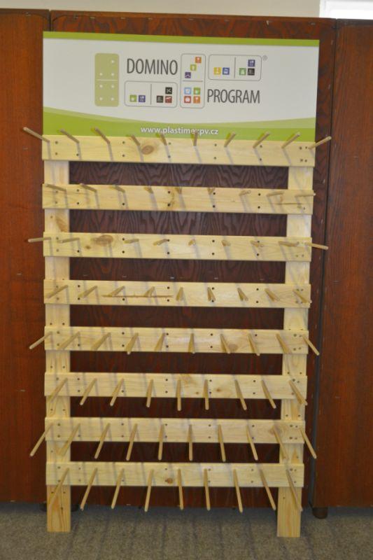 regál dřevo-VYKRAJOVAČKY (76ks), nástěnný 146x78cm