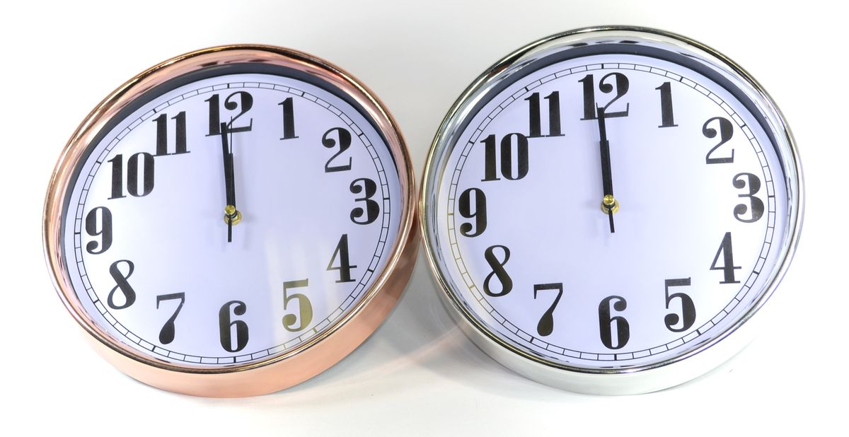 hodiny d29cm, kulaté, kov.rám., 2barvy