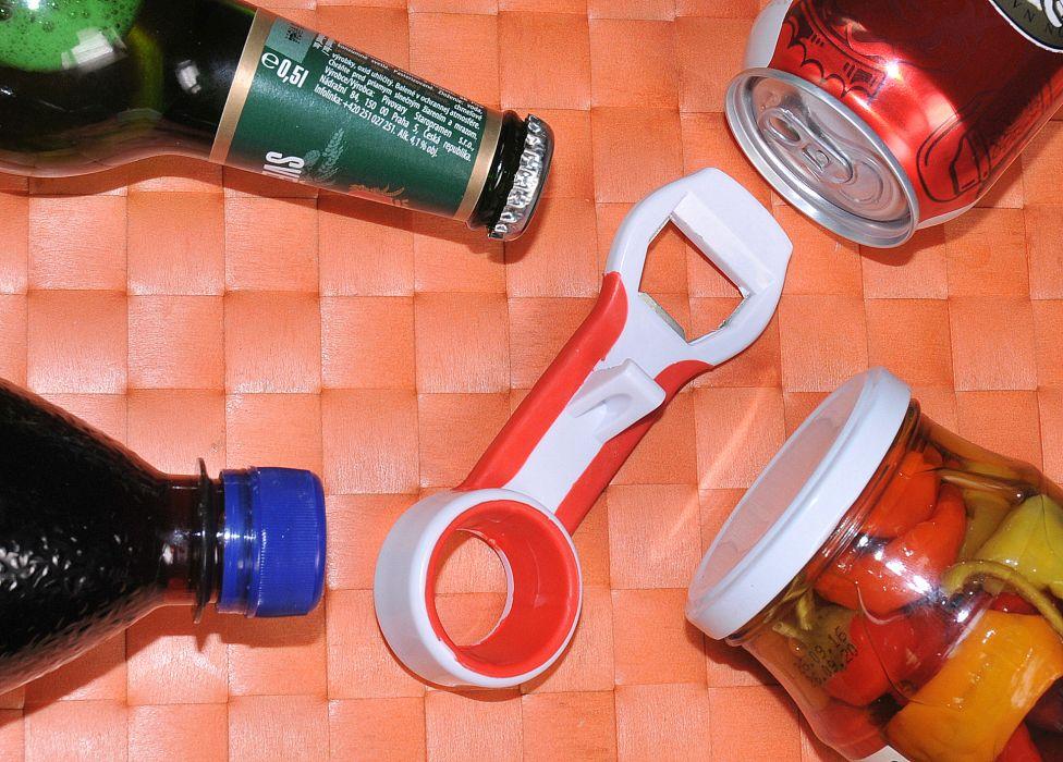 otvírák PET lahví + kor.uzávěrů Kája, kov