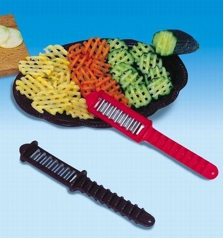 nůž TONY tvarovací, vlnkovací, NR/plast